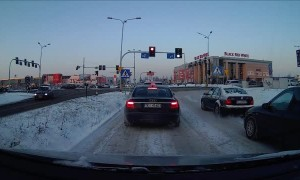 Good Samaritan Helps Driver Stuck On Snowy Road