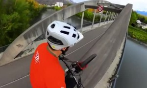 Daredevil riding bike across bridge will weaken your knees
