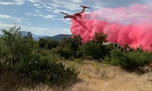 LAT Airplane Drops Retardant Near Firefighters on Wildfire