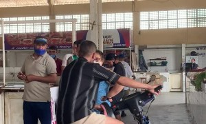 Guy Loses Control of Motor Bike While Showing Off in Meat Market