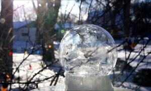Polar Vortex Leads to Mesmerizing Freezing Bubbles