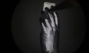 Artist Carves Impressive Figures out of Pencil Lead