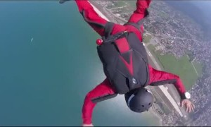 Skydiving Instructor Rescues Student Unable to Pull Parachute