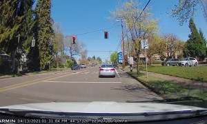 Driver Stops at Green Light, Then Runs Red