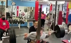 Weightlifter literally passes out during squat attempt