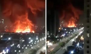 Massive fire caught on camera in Noida, India