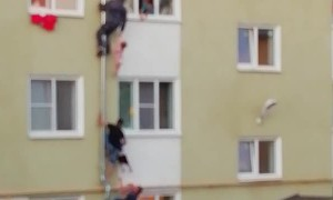 Good Samaritans Climb Drainpipe to Save Kids From Fire