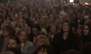 Crowd of Spice Girls Fans Sing Wannabe