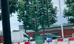 Canary Wharf Traffic Light Display Confuses Onlooker