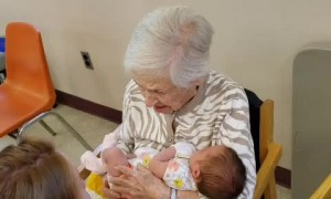 108-Year-Old Great Great Grandmother Meets Newborn Baby