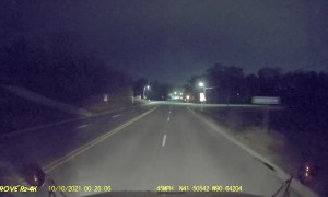 Truck Driver Avoids Dangerous Oncoming Traffic