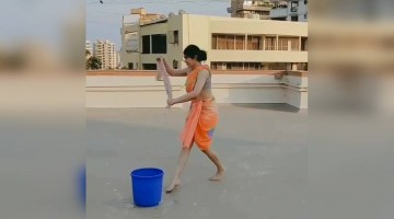 Adah Sharma\'s new mopping technique!