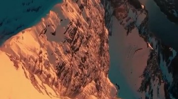 Daredevil walks to edge of mountain cliff for spectacular view