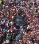 """Presidente!"" Venezuelans surround vehicle of Juan Guaidó"